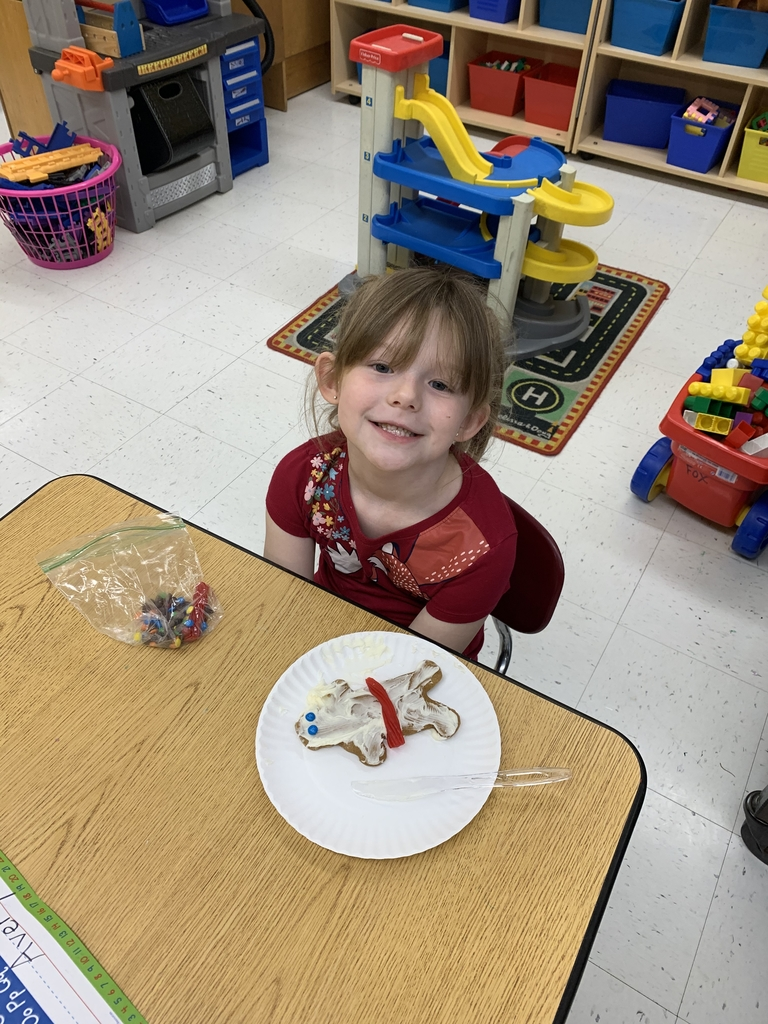 Decorating gingerbread men!!