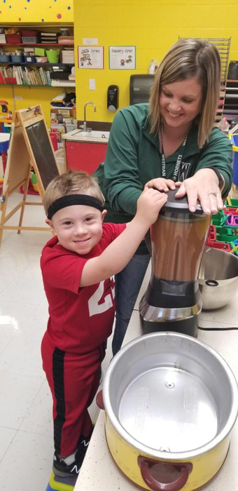 Putting the finishing touches on our applesauce.