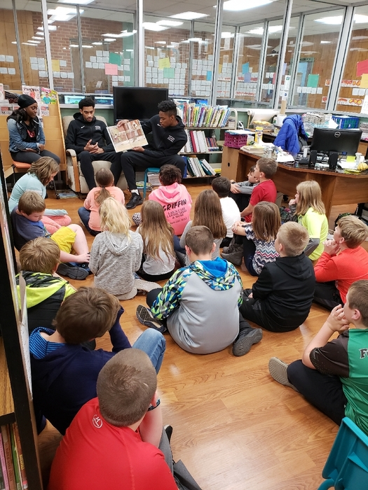 Greyhounds reading to 4th graders