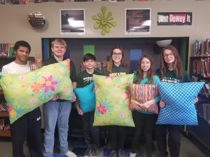 7th grace FACS class makes new pillows for the Library!