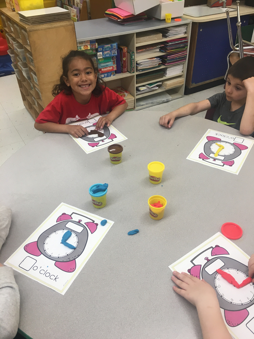 Kindergarten telling time using play dough mats!